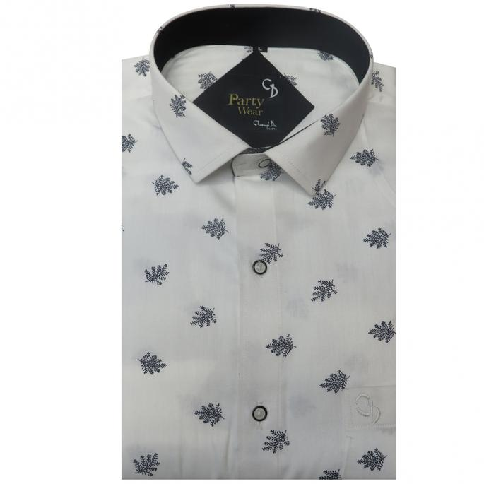 Revamp your party collection with this shirt featuring a print design,plain inside the collar,the shirt offers both style and comfort to its wearer.