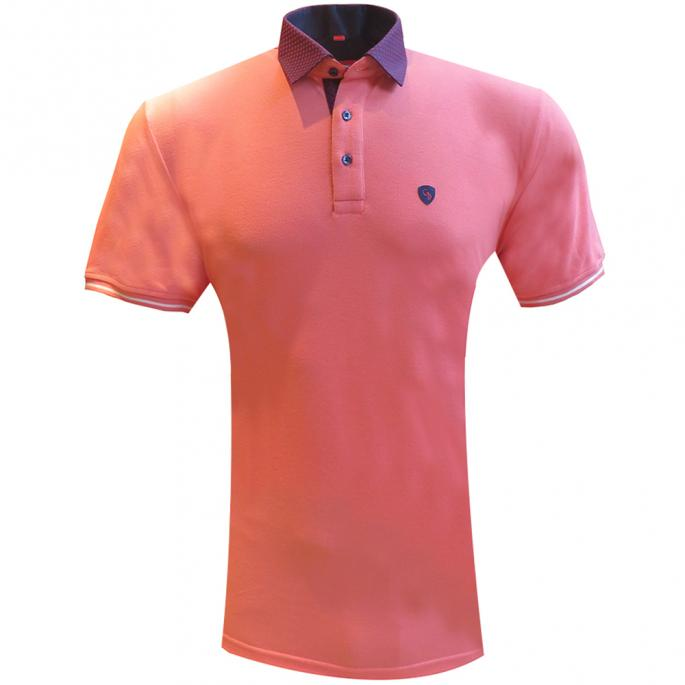 Score some serious fashion points with this peach slim fit tee.Add an edge to your everyday dressing and team it with regular fit denims and loafers.