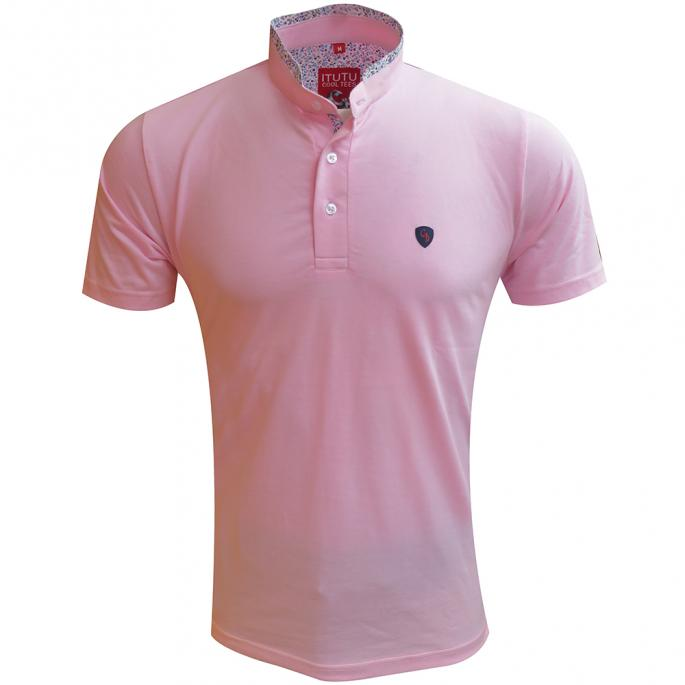 stay on top of your style game with this pink slim fit tee.Don this half sleeve tee with cream shorts and boat shoes for a Sunday brunch.